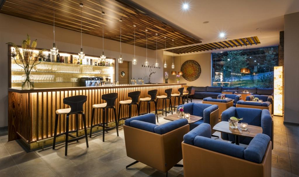 Hotel Klosterhof - Restaurantlicht dreizehngrad Leuchten über einem Bartresen